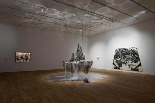展覽場景:李昢,佃弘樹,石田徹也,於「幽靈維面—電馭叛客在未來之年」。