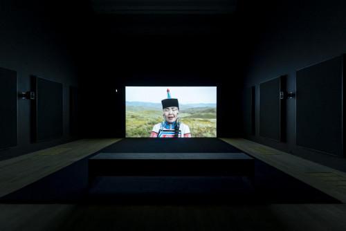 Mika Rottenberg,《意粉區塊鏈》,2019年。